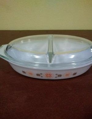 Pyrex Casserole Dish Vintage Town & Country Oval Divided 1 1/2 qt Ovenware w/Lid for Sale in Chapel Hill, NC