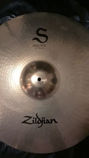 """New ZILDJIAN ( S ) 22""""ROCK RIDE, HAMMERED for Sale in Clinton, MD"""