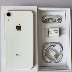 UNLOCKED iPhone XR 128GB White for Sale in Providence, RI