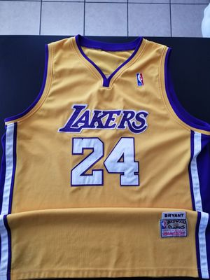 Vintage Hadwood Classics Stitched Lakers Kobe Bryant 24 Home Jersey Size XXL 52 can fit XL for Sale in Los Angeles, CA
