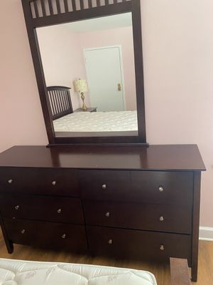 Wood Dresser with Mirror attached 6 Drawers for Sale in Alexandria, VA