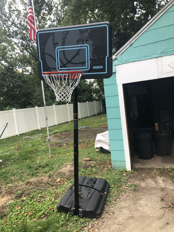 Adjustable to 10ft basketball court