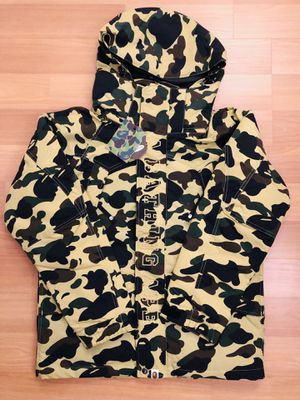 BAPE 1st CAMO YELLOW SNOWBOARD DOWN JACKET SIZE MEDIUM for Sale in Queens, NY