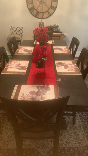 Table and chairs for Sale in Wichita Falls, TX