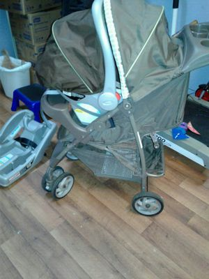 Graco car seat and stroller combo for Sale in Smyrna, GA