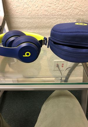 Beats solo 3 with case for Sale in VLG WELLINGTN, FL