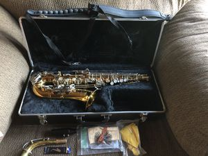 Selmer Bundy II Student Level Alto Saxophone with Hard Case for Sale in West Covina, CA