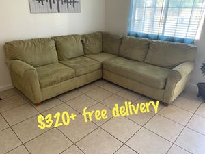 Sectional couch+ free delivery for Sale in Fresno, CA