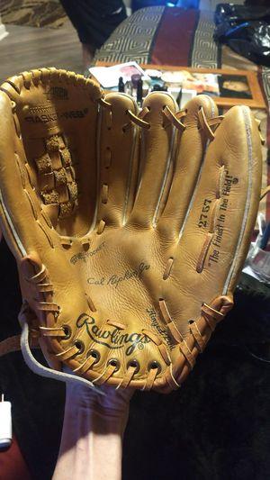Baseball gloves for Sale in Maple Shade Township, NJ