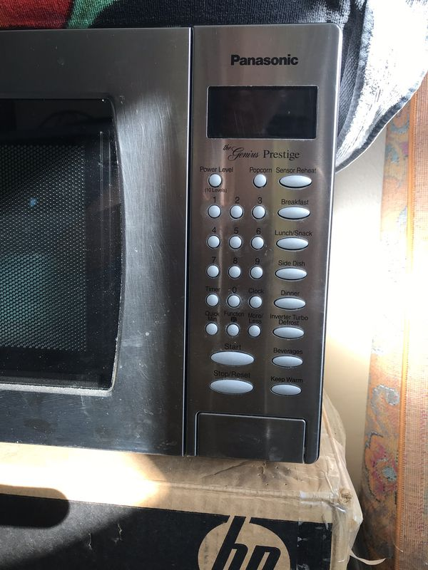 Microwave in excellent condition silver color