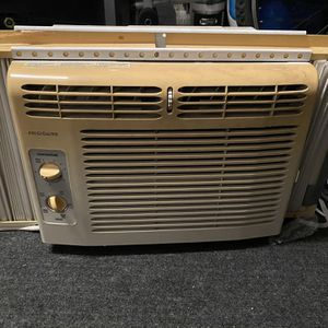 Window Air Conditioning Unit (AC) for Sale in Dundalk, MD