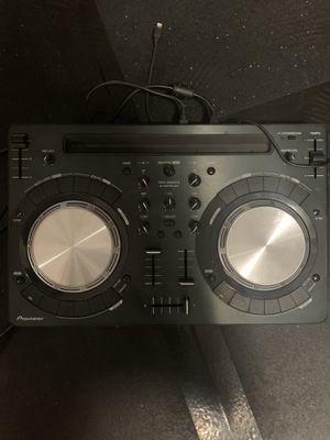 Pioneer DDJ WEGO3 w/ new Rokit 5 G3 speaker for Sale in Pittsburg, CA