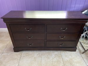 6 drawer dresser. Barely used. Great condition. Must go. for Sale in Boca Raton, FL