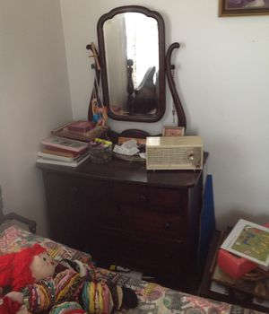 Old dresser good condition, moving for Sale in Winchester, KY