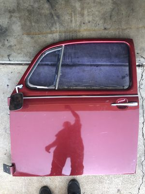 68-75 VW bug driver door complete.Pair of front fenders. for Sale in San Diego, CA