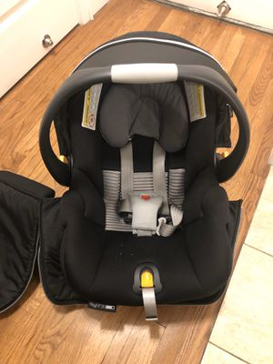 Chicco KeyFit 30 Zip Air Infant Car Seat, Q Collection for Sale in The Bronx, NY