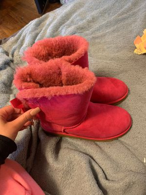 Size 4 women uggs hot pink for Sale in Seattle, WA
