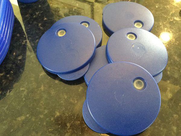Tupperware snack trays & cupholders