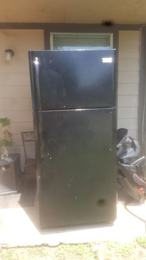 Frigidaire refrigerator for Sale in San Antonio, TX