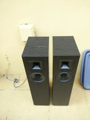 Klipsch speakers..near mint!! Sound awesome!! No grills!! for Sale in Miami, FL
