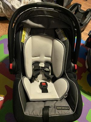 Graco infant car seat and base for Sale in Antioch, CA