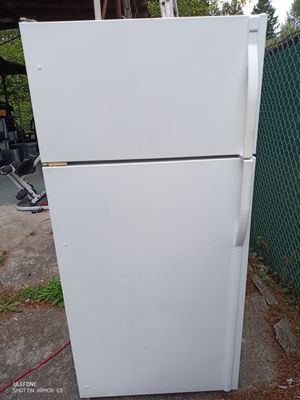 Working fridge and freezer with ice maker for Sale in Bonney Lake, WA