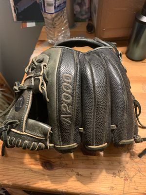 A2000 wilson baseball glove for Sale in Virginia Beach, VA