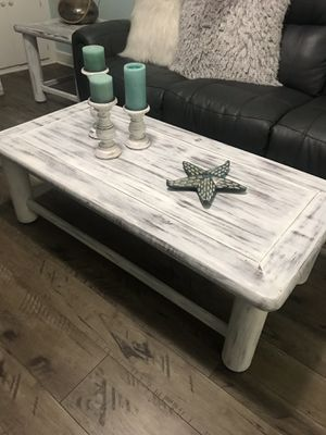 SHABBY CHIC COFFEE TABLE W/2 END TABLES for Sale in St. Petersburg, FL