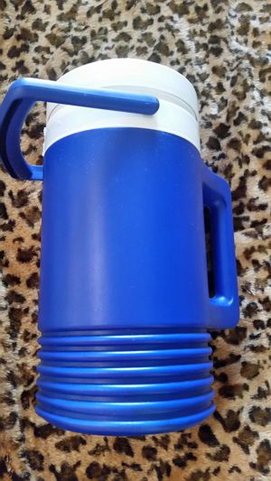Igloo Blue 1 Gallon Beverage Cooler. GENTLY USED! for Sale in Clovis, CA