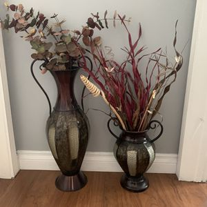 Beautiful Decoration Cases 2 Vases Set for Sale in Bellflower, CA