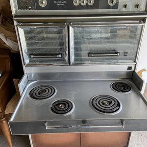 Vintage 1960s Frigidaire Stove And Base Cabinet for Sale in Temple City, CA