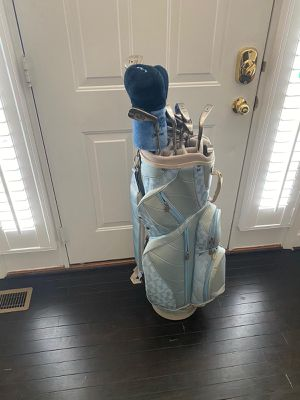 Ladies Golf Clubs (Right Handed) for Sale in Frederick, MD