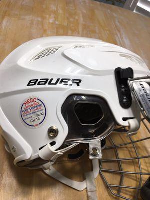 Lightly Used Adult Medium BAUER Helmet for Sale in Gulf Breeze, FL