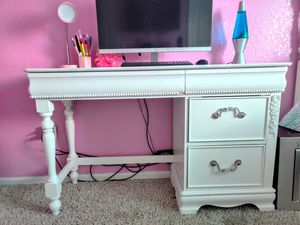 Beautiful White Desk for Sale in Colorado Springs, CO