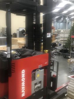 Raymond Fork Truck 4500 Lb EASI R45TT Battery Powered W/Charger for Sale in Everett,  WA