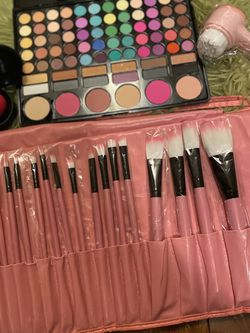 Eyeshadow +brushes +face Cleaner +beauty Blender +🎁 for Sale in Hilliard,  OH