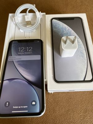 iPhone XR white 64gb unlocked (desbloqueado para todas las compañías) for Sale in Montebello, CA