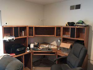 Corner unit computer desk for Sale in Chula Vista, CA