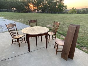 Vintage antique wood leaf round table with 4 chairs Victorian for Sale in Parkersburg, WV