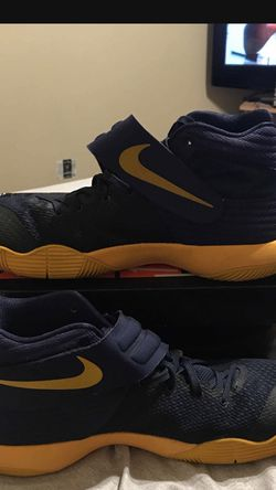 Kyrie 2 Cavs for Sale in Meridian,  ID