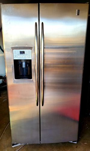 STAINLESS SXS GE REFRIGERATOR W/ICE and WATER ***ENERGY EFFICIENT **** for Sale in Alta Loma, CA