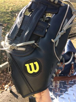 Girls softball glove for Sale in Butler, PA