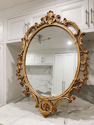 GORGEOUS ANTIQUE HAND CARVED GILDED MIRROR for Sale in Los Angeles, CA