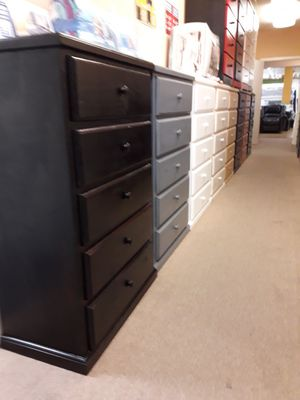 beautiful pinewood 5 drawer dresser furniture for Sale in Alta Loma, CA