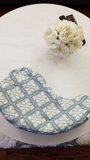 JJ COLE COLLECTION BREASTFEEDING PILLOW for Sale in Los Angeles, CA