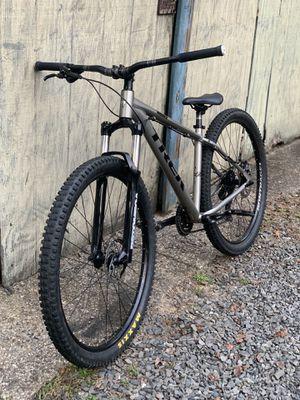 Trek marlin 5 mountain bike for Sale in Mount Laurel Township, NJ