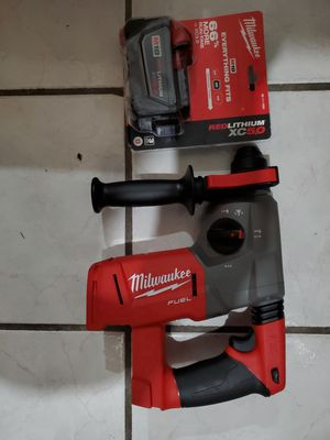"""Milwaukee rotary hammer 1"""" with 5.0 battery FIRM for Sale in Long Beach, CA"""