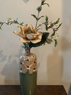 Vase With Flower for Sale in Puyallup,  WA
