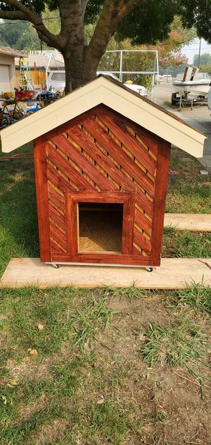 Dog house for Sale in College City, CA