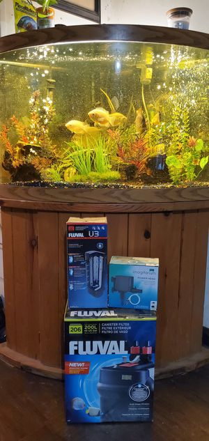 47 gallon bow front corner tank with all accessories for Sale in Gravette, AR